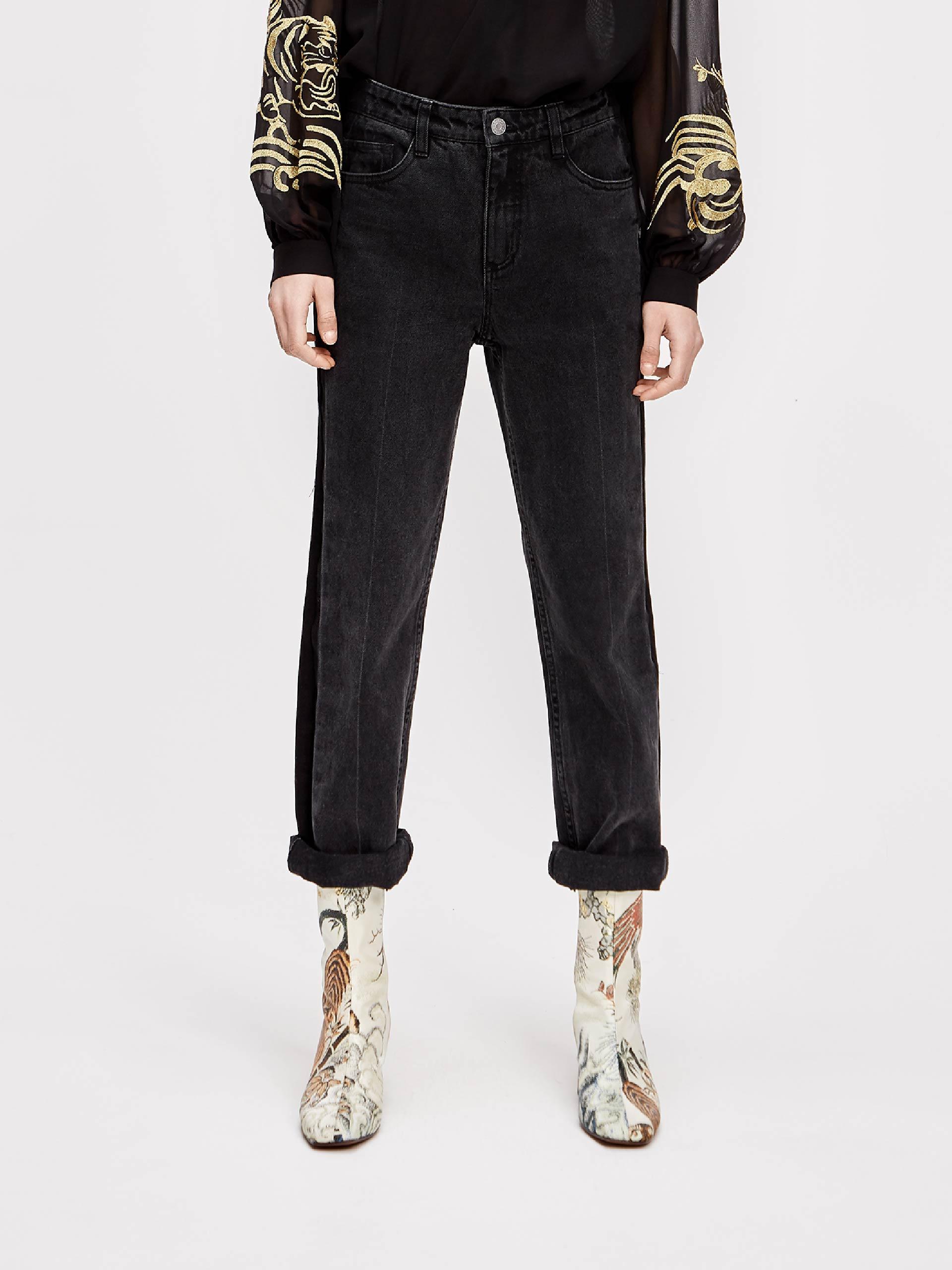 黑色直筒牛仔裤