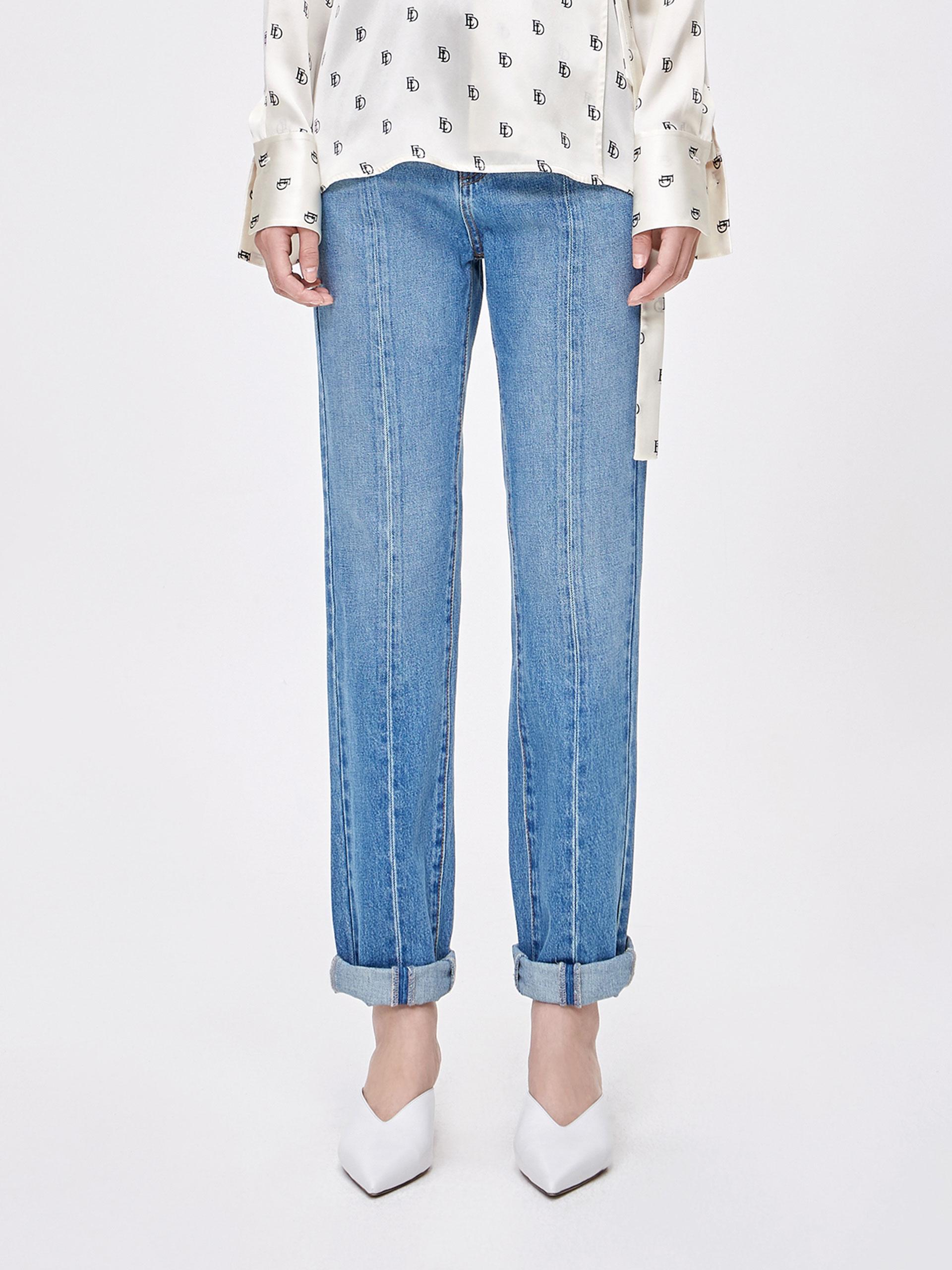中缝线直筒牛仔裤