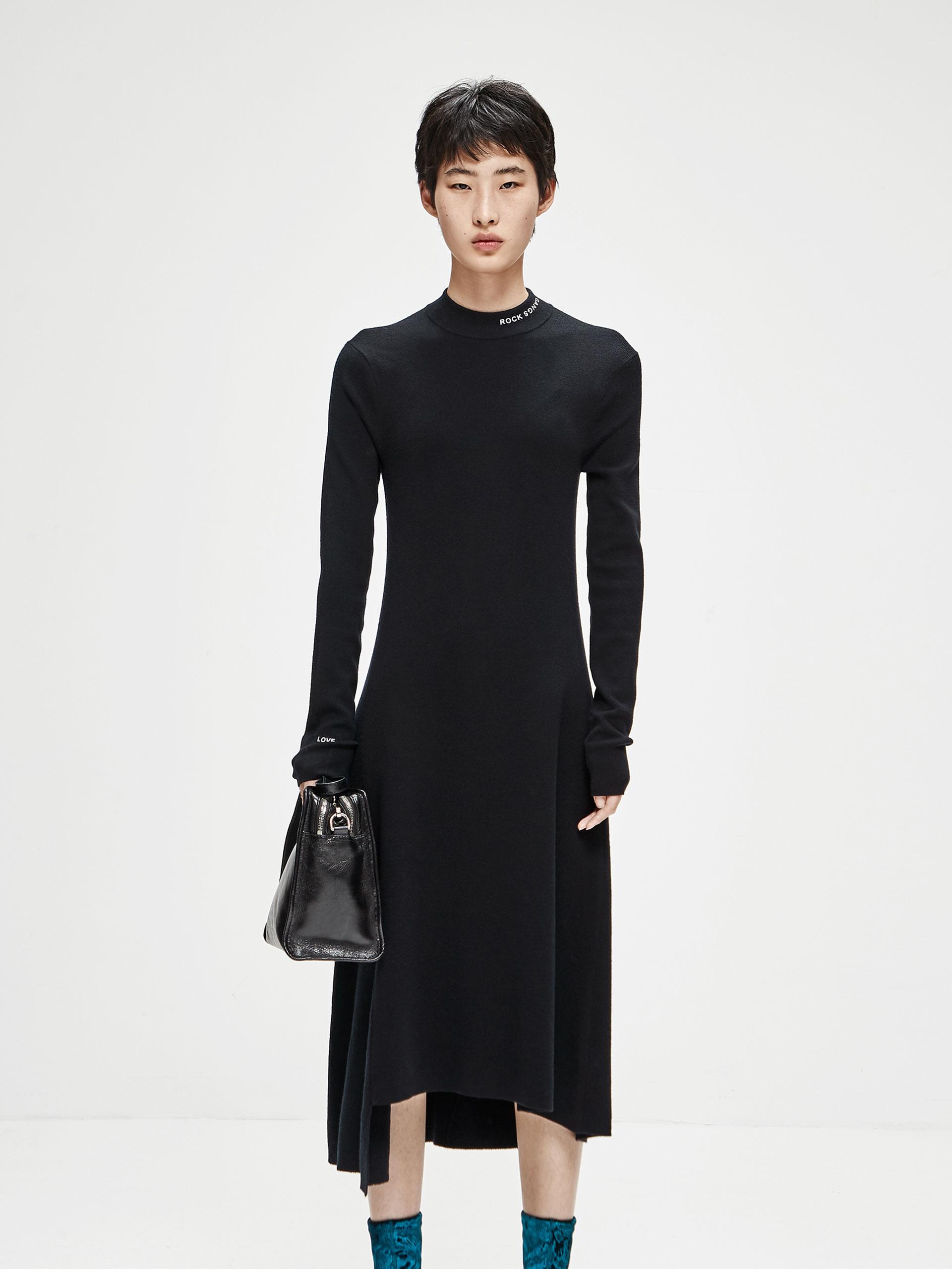 高领针织连衣裙