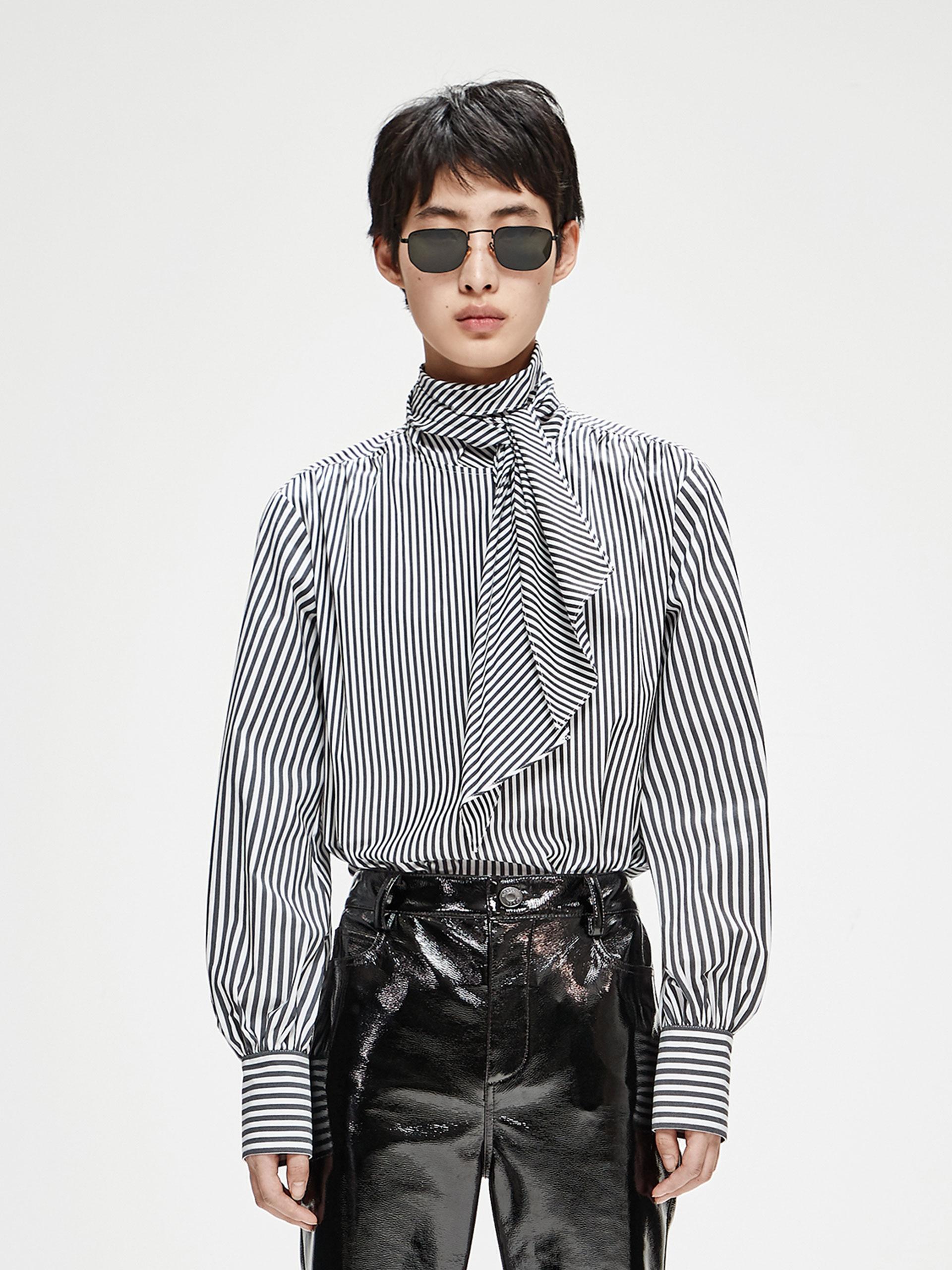条纹绑带衬衫